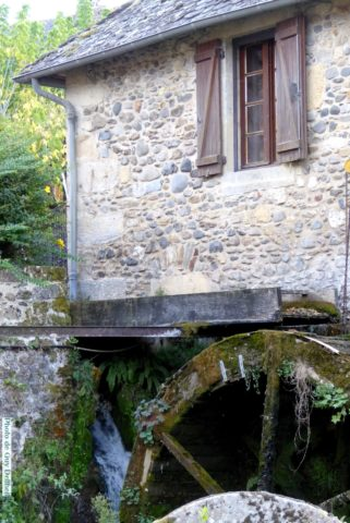 Aveyron-Ste Eulalie d'Olt- Le Moulin