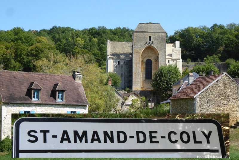 Saint Amand de Coly-Site